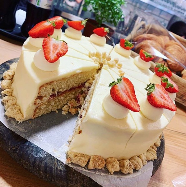 Forage at Wadswick - Strawberry Shortbread Cake
